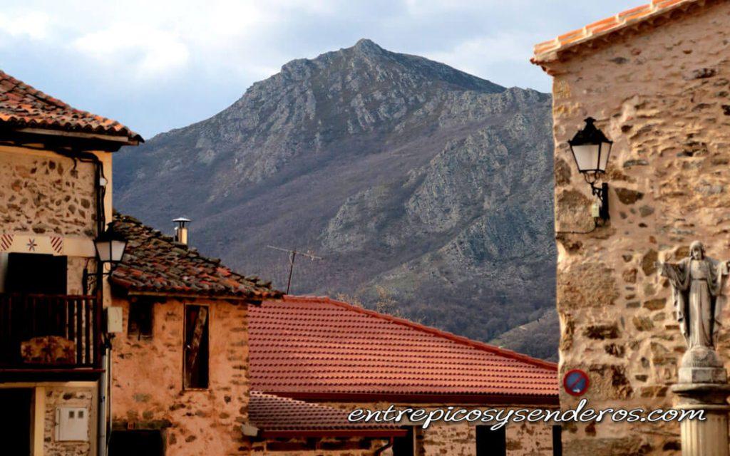 Vistas del Pico Calahorra en El Cardoso de la Sierra desde La Hiruela